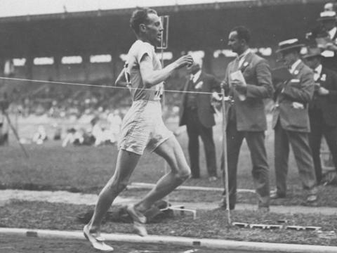 Paavo Nurmi suomalainen juoksija